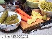 Купить «Продукты на кухонном столе, ингредиенты для винегрета», эксклюзивное фото № 25000242, снято 29 января 2017 г. (c) Яна Королёва / Фотобанк Лори