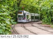 Купить «Городской трамвай в Москве», фото № 25029082, снято 8 июля 2016 г. (c) Николай Сачков / Фотобанк Лори