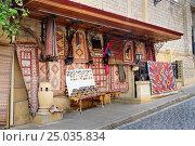 Купить «Souvenir and carpet shop in Old city, Icheri Sheher. Baku», фото № 25035834, снято 10 сентября 2016 г. (c) Elena Odareeva / Фотобанк Лори