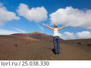 Woman tracking to top of mountain. Стоковое фото, фотограф Matej Kastelic / Фотобанк Лори