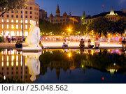 Купить «Catalonia Square in night Barcelona, Spain», фото № 25048562, снято 16 июля 2016 г. (c) Яков Филимонов / Фотобанк Лори