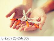 Купить «close up of woman hands holding insulin syringes», фото № 25056366, снято 16 сентября 2015 г. (c) Syda Productions / Фотобанк Лори