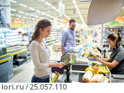 Купить «couple buying food at grocery store cash register», фото № 25057110, снято 21 октября 2016 г. (c) Syda Productions / Фотобанк Лори