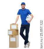 Купить «happy delivery man with parcel boxes and clipboard», фото № 25057122, снято 3 декабря 2016 г. (c) Syda Productions / Фотобанк Лори