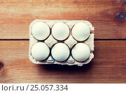 Купить «close up of white eggs in egg box or carton», фото № 25057334, снято 28 января 2016 г. (c) Syda Productions / Фотобанк Лори