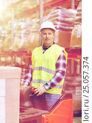 man on forklift loading boxes at warehouse, фото № 25057374, снято 9 декабря 2015 г. (c) Syda Productions / Фотобанк Лори