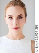 Купить «face of beautiful woman or bride in white dress», фото № 25057398, снято 14 апреля 2016 г. (c) Syda Productions / Фотобанк Лори