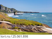View along the Tasman Sea coast to Dolomite Point, Punakaiki, Paparoa National Park, Buller district, West Coast, South Island, New Zealand, Pacific. Стоковое фото, фотограф Ruth Tomlinson / age Fotostock / Фотобанк Лори