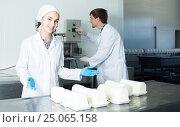 Купить «Portrait of man and woman dressed in lab coats are looking happy on the factory», фото № 25065158, снято 26 марта 2019 г. (c) Яков Филимонов / Фотобанк Лори
