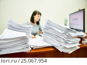 Female worker accountant with lots of paper documents. Стоковое фото, фотограф Дмитрий Калиновский / Фотобанк Лори