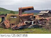 Свалка металлолома на окраине поселка. Стоковое фото, фотограф Александр Игнатов / Фотобанк Лори