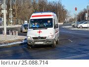 Купить «Автомобиль скорой медицинской помощи едет по дороге. Сокольнический вал. Район Сокольники. Москва», эксклюзивное фото № 25088714, снято 6 февраля 2017 г. (c) lana1501 / Фотобанк Лори