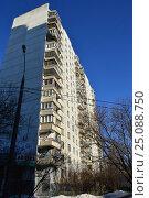 Купить «Шестнадцатиэтажный двухподъездный панельный жилой дом серии П-3, построен в 1977 году. Егерская улица, 1. Район Сокольники. Москва», эксклюзивное фото № 25088750, снято 6 февраля 2017 г. (c) lana1501 / Фотобанк Лори
