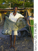 Купить «Gouyave fisherman with his net and catch, Grenada, Caribbean.», фото № 25114390, снято 22 июля 2018 г. (c) Nature Picture Library / Фотобанк Лори