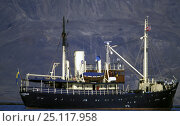 Купить «Swedish motoryacht Stockholm at anchor in Spitsbergen.», фото № 25117958, снято 9 апреля 2020 г. (c) Nature Picture Library / Фотобанк Лори