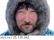 Купить «Sergueï Chorolya, Nenet reindeer herder warmly dressed on tundra in malitsa reindeer skin coat.Yar-Sale district, Yamal, Northwest Siberia, Russia. April 2016.», фото № 25135342, снято 27 мая 2018 г. (c) Nature Picture Library / Фотобанк Лори