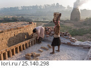 Купить «People working in or near so called brick ovens near Fianarantsoa, Madagascar, October 2015», фото № 25140298, снято 23 июля 2019 г. (c) Nature Picture Library / Фотобанк Лори