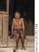 Купить «Konyak Naga elderly man wearing traditional loincloth, Mon district. Nagaland,  North East India, October 2014.», фото № 25151154, снято 9 июля 2020 г. (c) Nature Picture Library / Фотобанк Лори