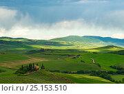 Купить «Тосканская долина во время дождя. Италия», фото № 25153510, снято 13 мая 2014 г. (c) Охотникова Екатерина *Фототуристы* / Фотобанк Лори