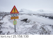 Купить «Road sign indicating track closed because of snow, Iceland. March 2014.», фото № 25158130, снято 17 октября 2018 г. (c) Nature Picture Library / Фотобанк Лори