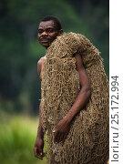 Купить «Ba'Kola Pygmy man with traditional duiker hunting net. Mbomo, Odzala-Kokoua National Park, Republic of Congo (Congo-Brazzaville), Africa, June 2013.», фото № 25172994, снято 15 декабря 2017 г. (c) Nature Picture Library / Фотобанк Лори