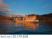 Купить «Boat on Lake Baikal, Zabaikalsky National Park, Siberia, Russia, September 2013.», фото № 25179838, снято 15 октября 2019 г. (c) Nature Picture Library / Фотобанк Лори