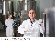 Купить «Man working on modern brewery», фото № 25180570, снято 27 марта 2019 г. (c) Яков Филимонов / Фотобанк Лори