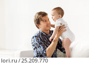 Купить «happy young father with little baby at home», фото № 25209770, снято 12 июля 2016 г. (c) Syda Productions / Фотобанк Лори