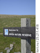 Купить «Mousa RSPB Nature Reserve, sign at entrance to reserve. Mousa, Shetland, Scotland, May 2013.», фото № 25211418, снято 21 июля 2018 г. (c) Nature Picture Library / Фотобанк Лори