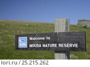 Купить «Mousa RSPB Nature Reserve sign at reserve entrance, Mousa, Shetland, Scotland. May 2013.», фото № 25215262, снято 21 июля 2018 г. (c) Nature Picture Library / Фотобанк Лори