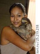 Купить «Girl holding young Pale-throated sloth / Aï (Bradypus tridactylus) French Guiana.», фото № 25219218, снято 21 августа 2018 г. (c) Nature Picture Library / Фотобанк Лори