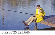 Купить «Dad and son fishing outdoors», видеоролик № 25223646, снято 17 ноября 2019 г. (c) Raev Denis / Фотобанк Лори