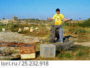Купить «BirdLife Malta Officer with seized turtle doves (Streptopelia turtur) and trapping paraphernalia following a police raid on illegal trapping site, during...», фото № 25232918, снято 6 августа 2020 г. (c) Nature Picture Library / Фотобанк Лори