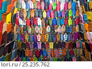 Купить «Soft leather Moroccan slippers in the Souk, Medina, Marrakech, Morocco, 2011», фото № 25235762, снято 20 августа 2018 г. (c) Nature Picture Library / Фотобанк Лори