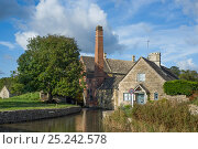 Купить «The Old mill on the river Windrush, Upper Slaughter, Cotswold village, Gloucestershire, England, October 2012», фото № 25242578, снято 17 декабря 2017 г. (c) Nature Picture Library / Фотобанк Лори