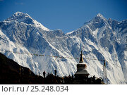 Everest and Lhotse viewed from buddhist stupa, Sagarmatha National Park (World Heritage UNESCO). Khumbu / Everest Region, Nepal, Himalaya, October 2011. Стоковое фото, фотограф Enrique Lopez-Tapia / Nature Picture Library / Фотобанк Лори