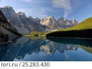 Купить «Morraine Lake, in the Valley of the Ten Peaks, Banff National Park, Alberta, Canada.», фото № 25283430, снято 31 мая 2020 г. (c) Nature Picture Library / Фотобанк Лори