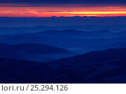 Купить «Dawn breaking over misty mountains. Bieszczady National Park, the Carpathians, Poland, October 2009.», фото № 25294126, снято 19 июля 2018 г. (c) Nature Picture Library / Фотобанк Лори