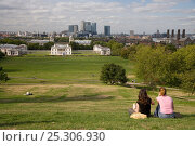 Купить «Greenwich Park with Canary Wharf in the background, Greenwich, London, UK», фото № 25306930, снято 26 мая 2018 г. (c) Nature Picture Library / Фотобанк Лори