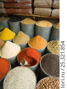 Купить «Spices for sale in the Medina, Fes, Morocco, June 2009», фото № 25321854, снято 15 августа 2018 г. (c) Nature Picture Library / Фотобанк Лори