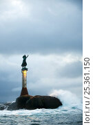 Купить «Light beacon with a sculpture on the top called Fiskerkona (fisherman's wife) Svolvaer, Lofoten, Norway, November 2008», фото № 25361150, снято 19 сентября 2018 г. (c) Nature Picture Library / Фотобанк Лори