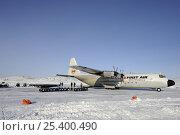 Купить «Hercules cargo aircraft transporting mining equipment, Yellowknife, Northwest Territories, Canada», фото № 25400490, снято 26 апреля 2019 г. (c) Nature Picture Library / Фотобанк Лори
