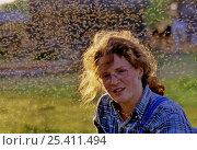 Купить «Laura Williams with swarm of gnats over her head, Bryansk province, Russia», фото № 25411494, снято 15 октября 2018 г. (c) Nature Picture Library / Фотобанк Лори