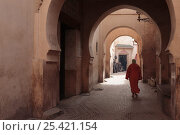 Купить «Person walking through archways in Alí ibn Yusuf Mosque, Marrakech, Morocco December 2007», фото № 25421154, снято 15 августа 2018 г. (c) Nature Picture Library / Фотобанк Лори