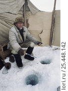 Купить «Local man showing the traditional winter way to fish for food through hole in ice in Lake Baikal, world's deepest and oldest (and largest by volume) freshwater...», фото № 25448142, снято 26 июня 2019 г. (c) Nature Picture Library / Фотобанк Лори