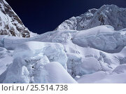 Climbers on the Khumbu icefall, Mount Everest, Himalayas, Nepal. Стоковое фото, фотограф Doug Allan / Nature Picture Library / Фотобанк Лори