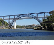 Мосты через реку Дору в городе Порту. Португалия. (2016 год). Стоковое фото, фотограф Роман Каменский / Фотобанк Лори