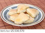Купить «Домашнее творожное печенье в сахаре на тарелке», фото № 25530570, снято 17 января 2017 г. (c) Елена Коромыслова / Фотобанк Лори