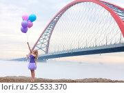 Купить «Girl on the Novosibirsk Bridge», фото № 25533370, снято 23 апреля 2016 г. (c) Алена Роот / Фотобанк Лори