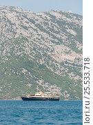 Vessel in Kotor bay, Montenegro. Ship with mountains at background. (2016 год). Стоковое фото, фотограф Евгений Пидеркин / Фотобанк Лори